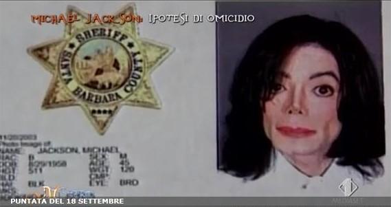 Nel 2003 un documentario girato nel suo rifugio di Neverland fa sfociare una  nuova accusa di pedofilia a22149cf66cc